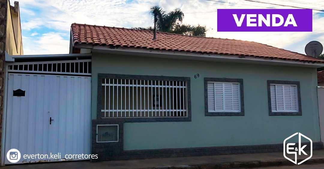 Casa com 3 dorms, Centro, Santa Rita do Sapucaí - R$ 340 mil, Cod: 201