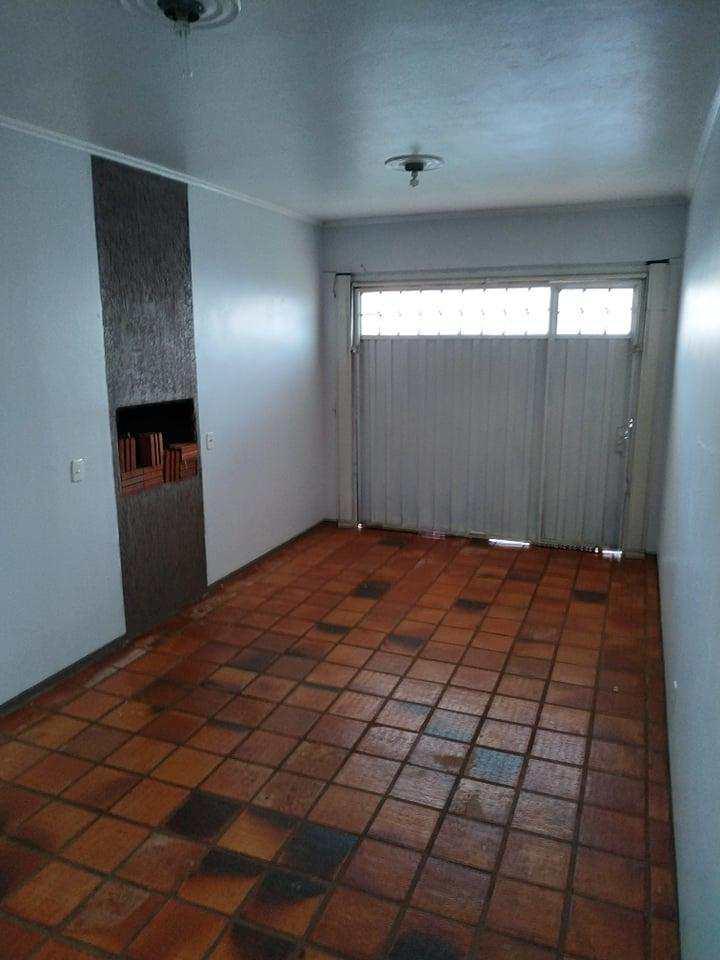 Casa com 3 dorms, Bairro Pio XII, Três de Maio - R$ 400 mil, Cod: 23