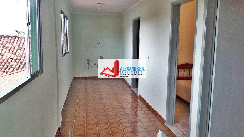Sobrado com 4 dorms, Maracanã, Praia Grande - R$ 300 mil, Cod: SB00010