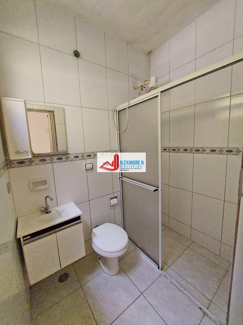 Casa com 2 dorms, Maracanã, Praia Grande - R$ 250 mil, Cod: CA00023