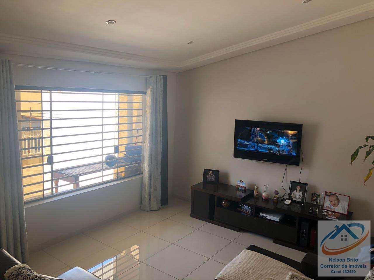 Casa com 3 dormitorios, Jardim Stella, Santo André - R$ 680 mil