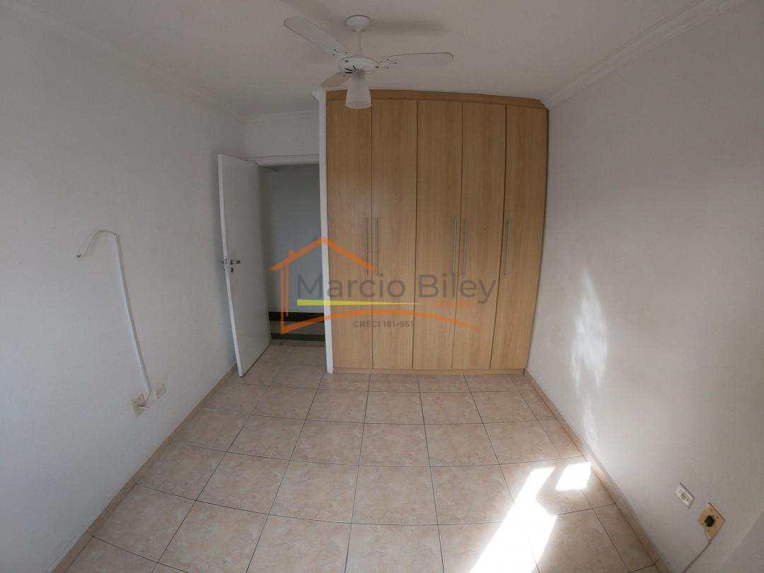 Apto 3 dormitórios, sendo uma suíte, no Canto do Forte, 60 metros da praia!