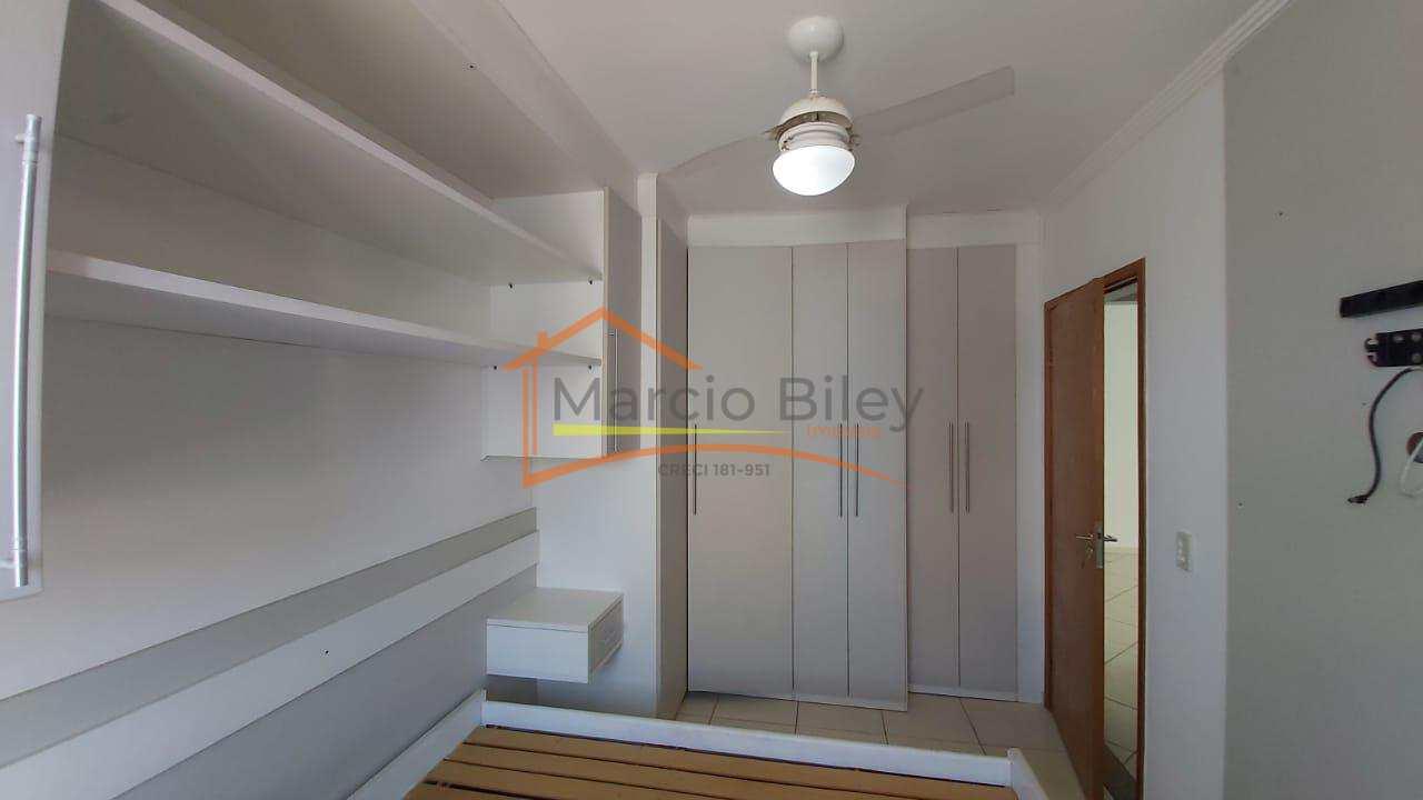 Apt 3 dormitórios, sendo um suíte, com planejados e vista para o mar.