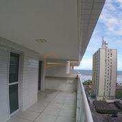 Apartamento sacada ampla, vista parcial do mar.