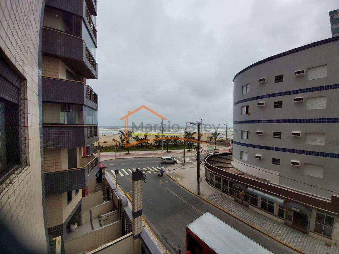 Apartamento de 2 dormitórios todo mobiliado a 50m do mar.