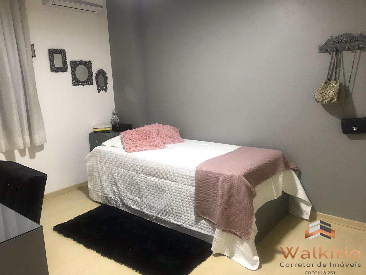 Apartamento com 4 dorms, Esplanada, Governador Valadares - R$ 850 mil, Cod: 146