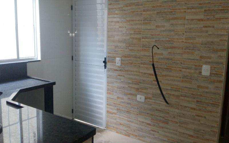 Casa nova de condomínio com dois dormitórios. Ótima oportunidade