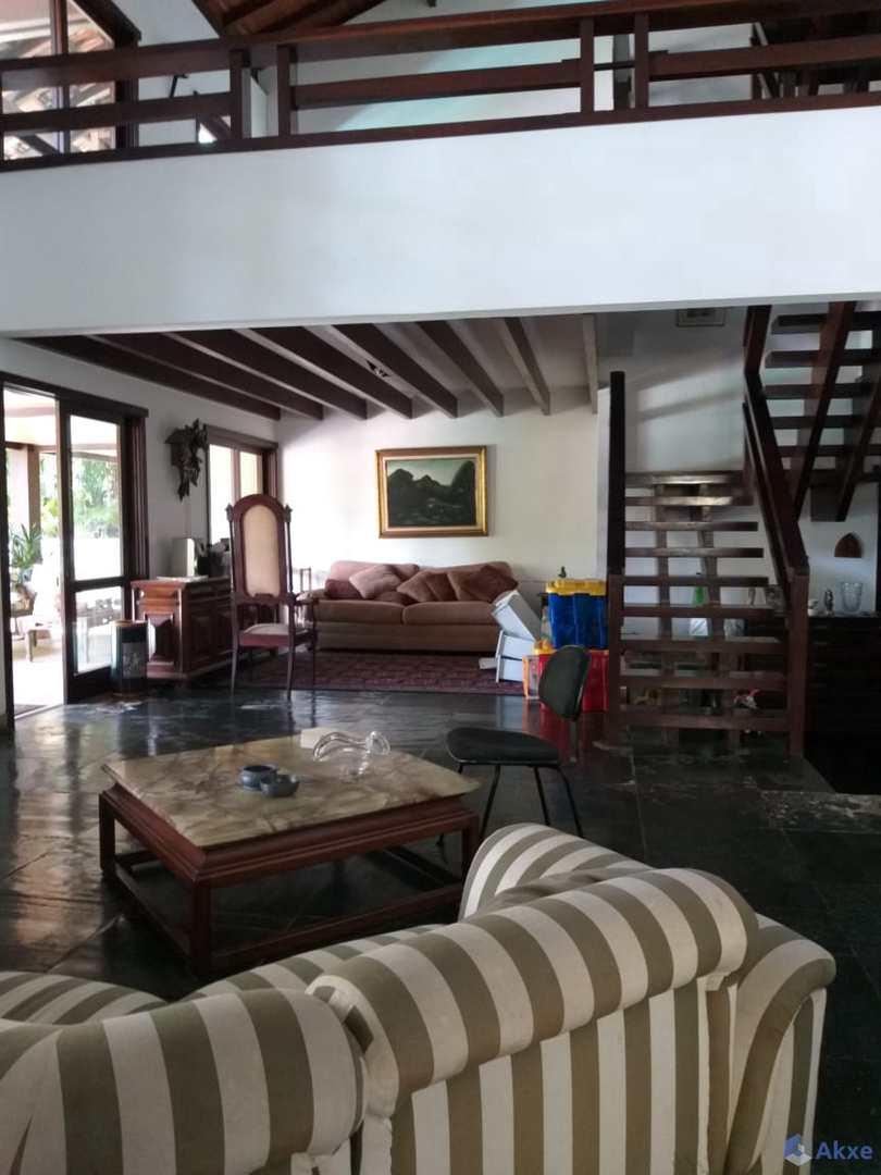 Casa de Condomínio com 5 suítes, Barra da Tijuca - R$ 2.5 mi