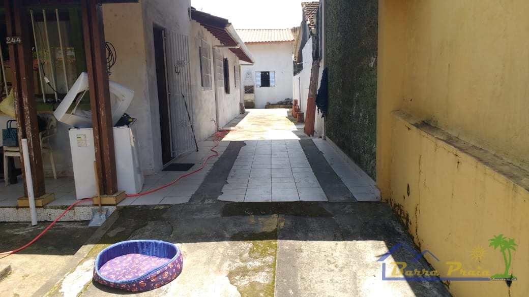 Casa com 3 dorms, Jardim Mosteiro, Itanhaém - R$ 240 mil, Cod: 97
