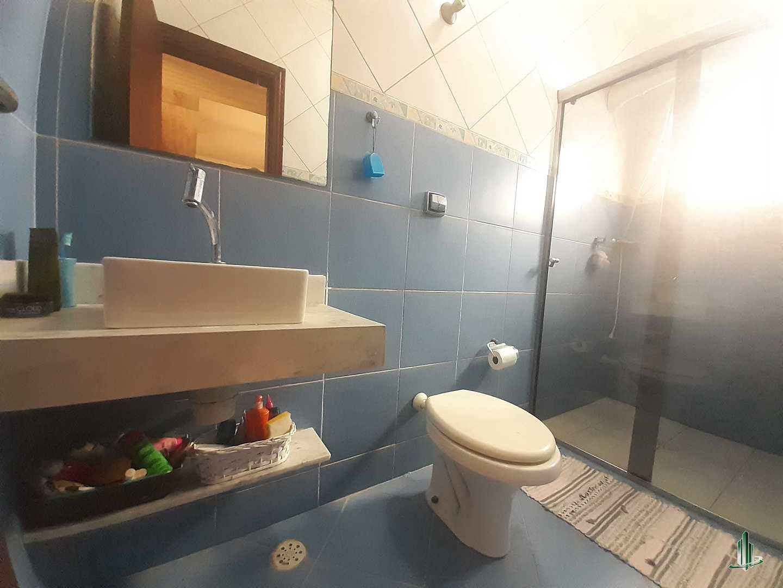 Sobrado com 3 dorms, Vila Guilhermina, Praia Grande - R$ 650 mil, Cod: SO1255
