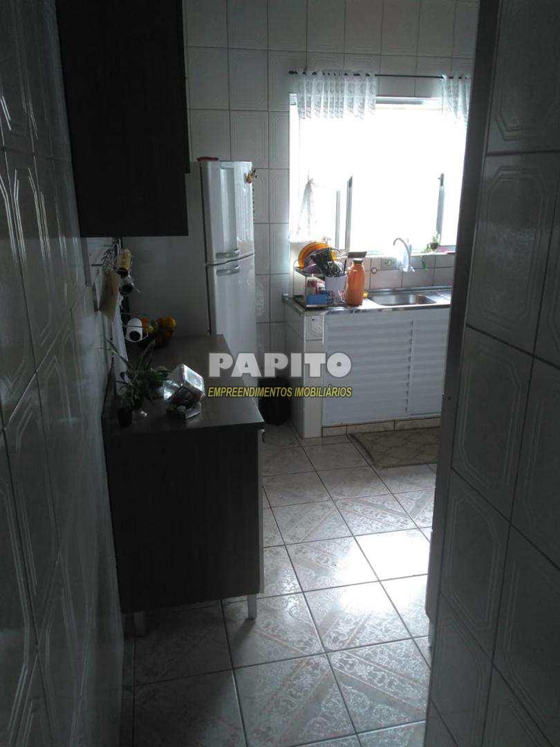 Casa com 3 dorms, Cidade da Criança, Praia Grande - R$ 220 mil, Cod: 60011039