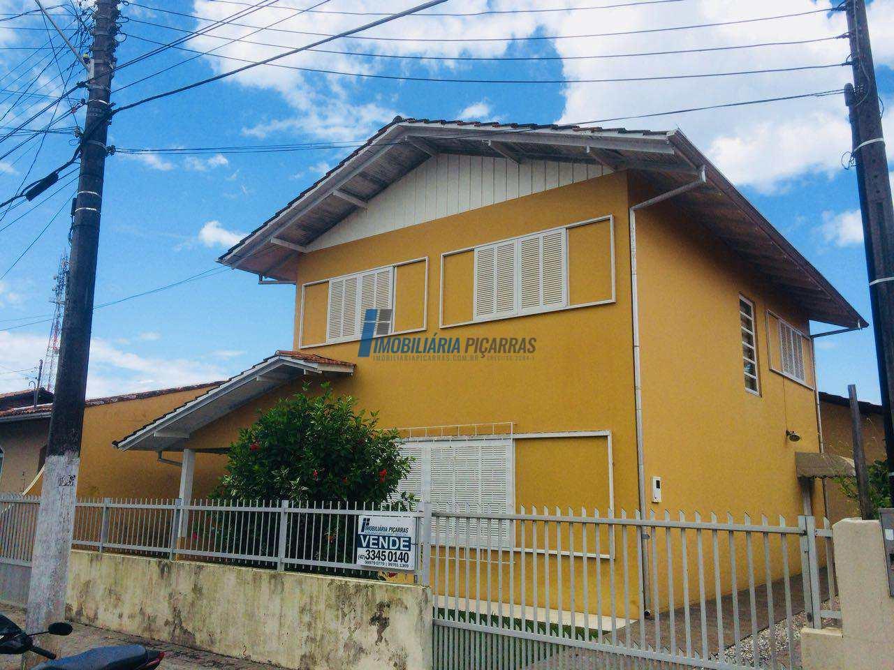 Sobrado com 4 dorms, Centro, Balneário Piçarras - R$ 480 mil, Cod: 15