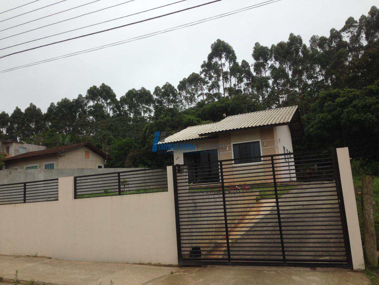 Casa em terreno amplo,bairro em Balneário Piçarras