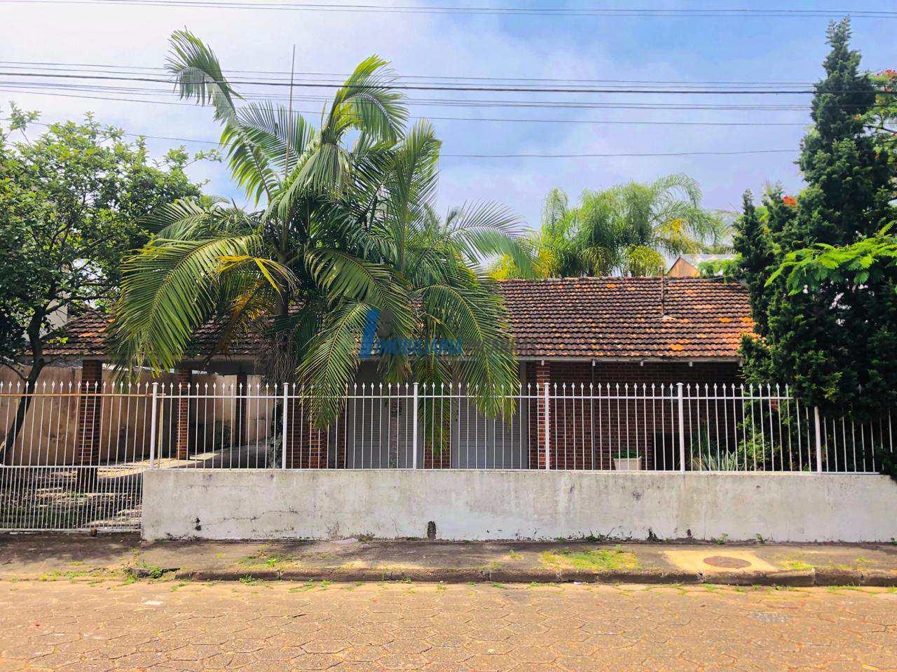 Casa Centro de Balneário Piçarras- terreno 433m2