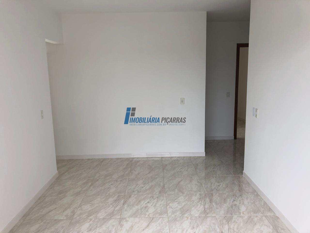 Sobrado com 3 dormitórios no Centro de Balneário Piçarras