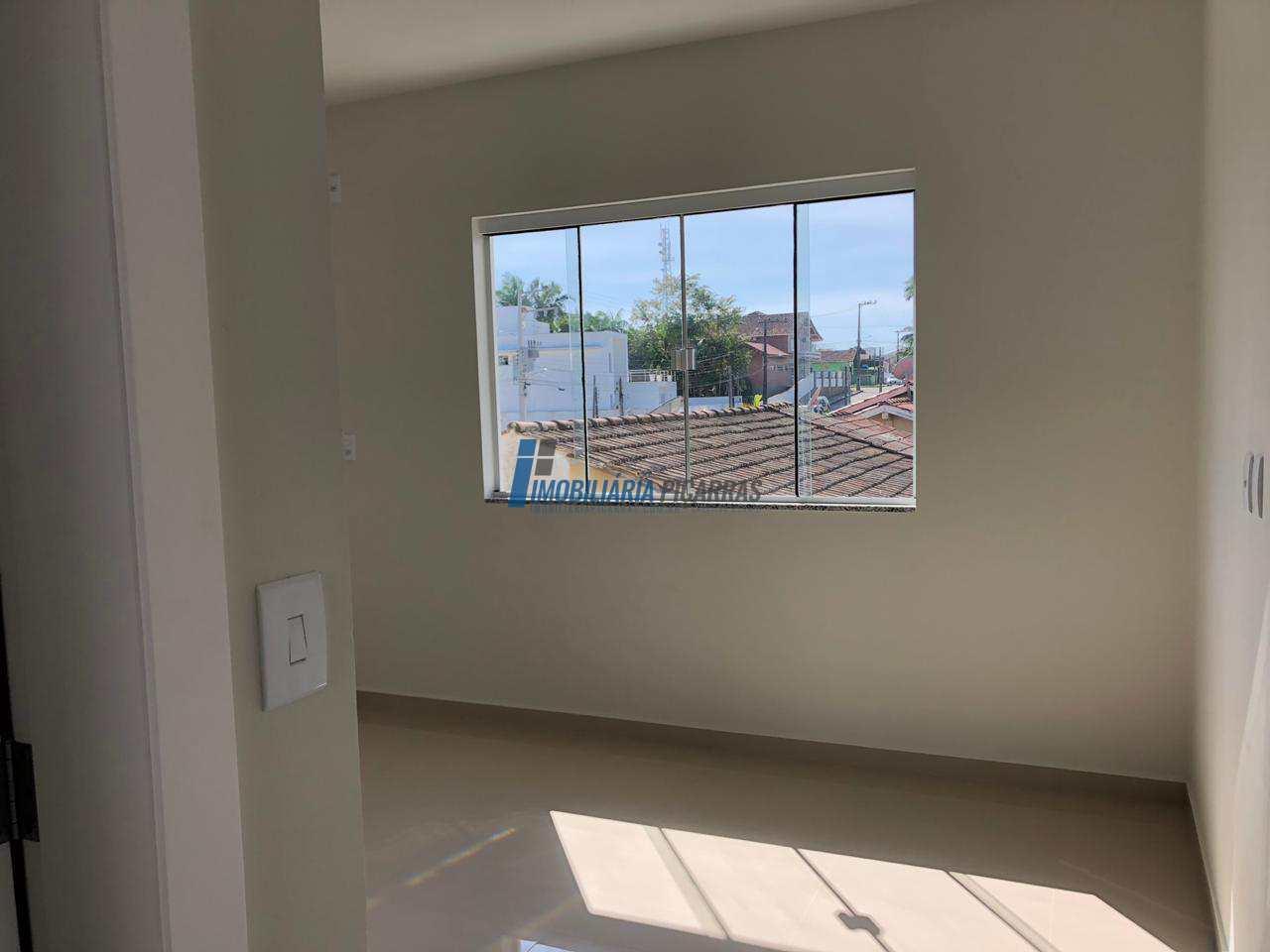Sobrado de Condomínio com 2 dorms, Centro, Balneário Piçarras - R$ 250 mil, Cod: 90