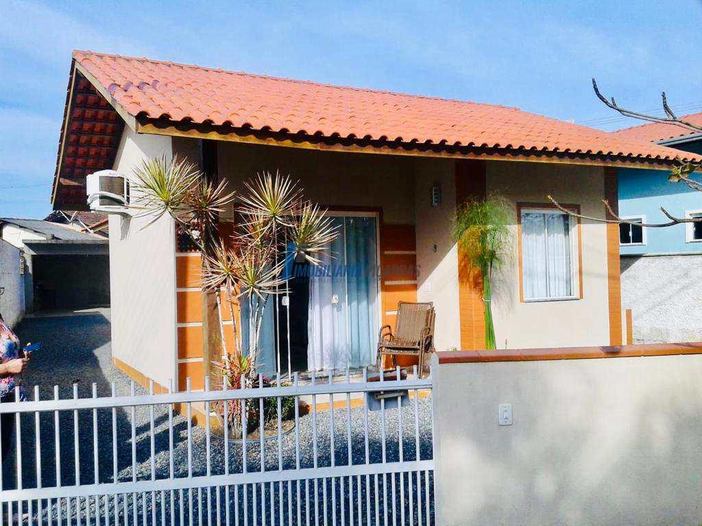Casa charmosa em terreno privativo!