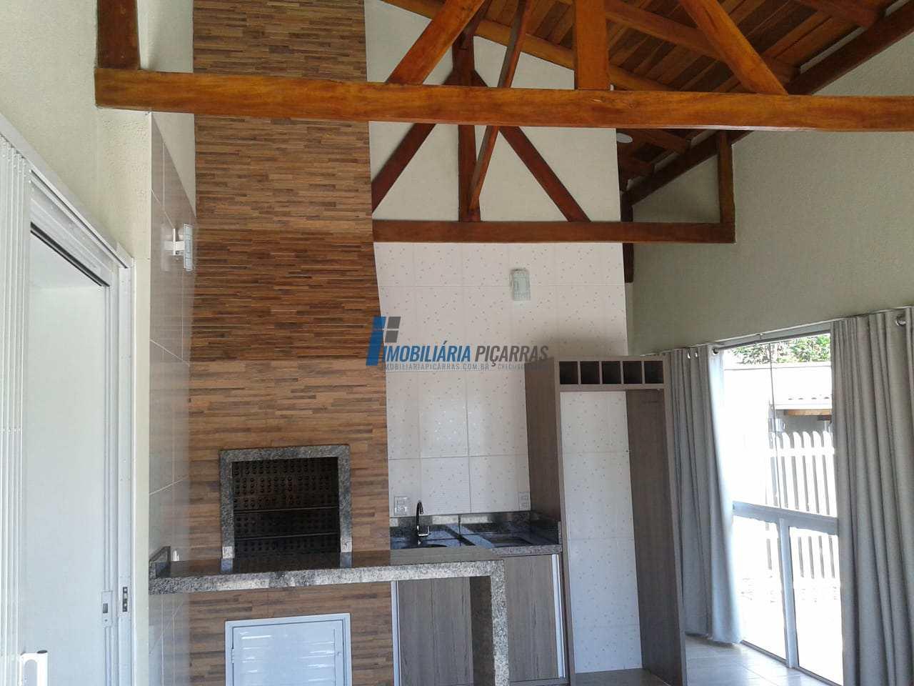 Casa com 01 suíte+0dormit em Balneário Piçarras - R$ 410 mil