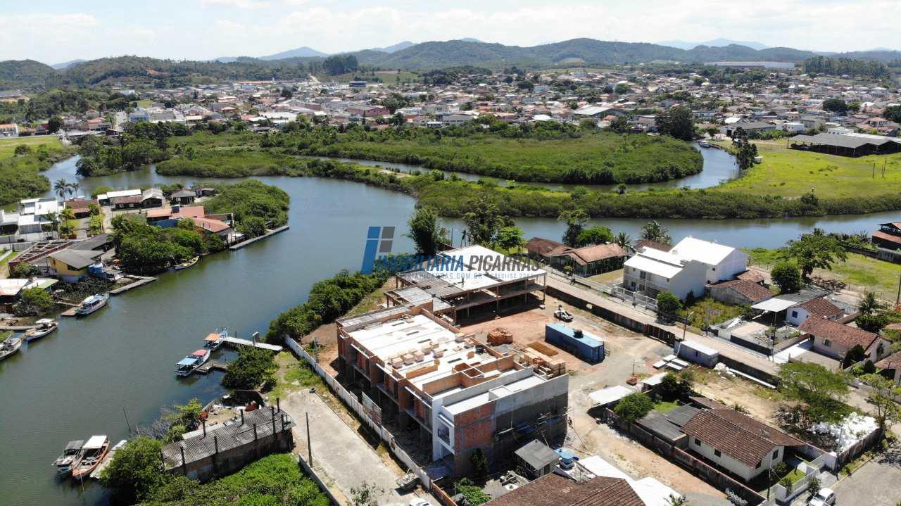 Sobrado de Condomínio com 3 dorms, Centro, Balneário Piçarras - R$ 670 mil, Cod: 112