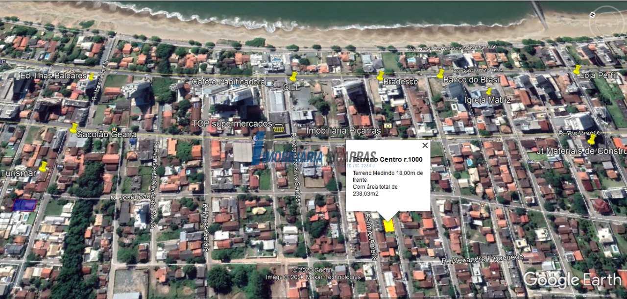 Terreno há 200m praia Central de Balneário Piçarras