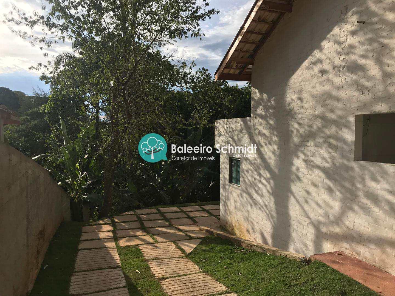 Casa a venda em Santo Antônio do Pinhal.
