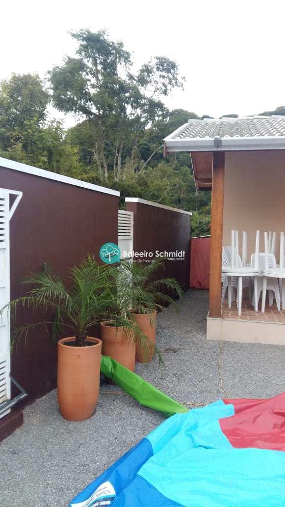 Casa próxima ao centro de Santo Antônio do Pinhal.
