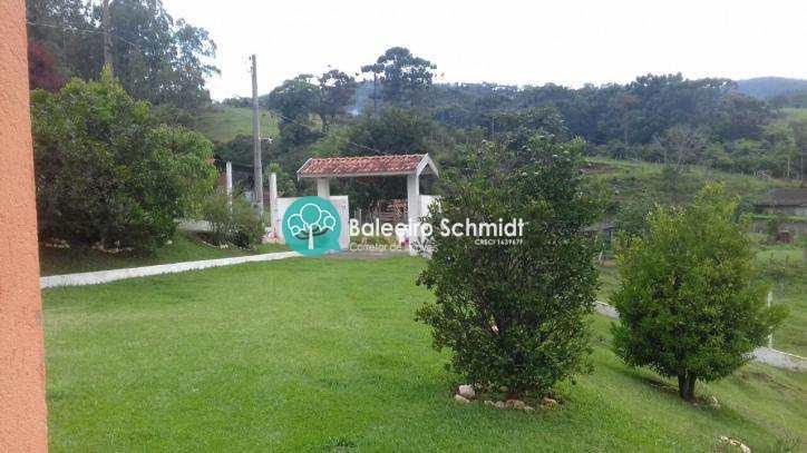 Chácara a venda com lago em Santo Antonio do Pinhal