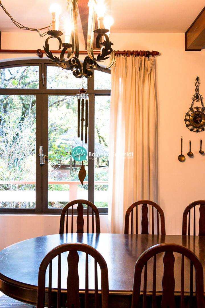 Casa para locação em Campos do Jordão - Condominio Fechado