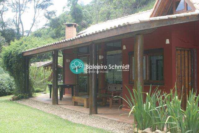Casa a venda 2 km do centro de Santo Antônio do Pinhal
