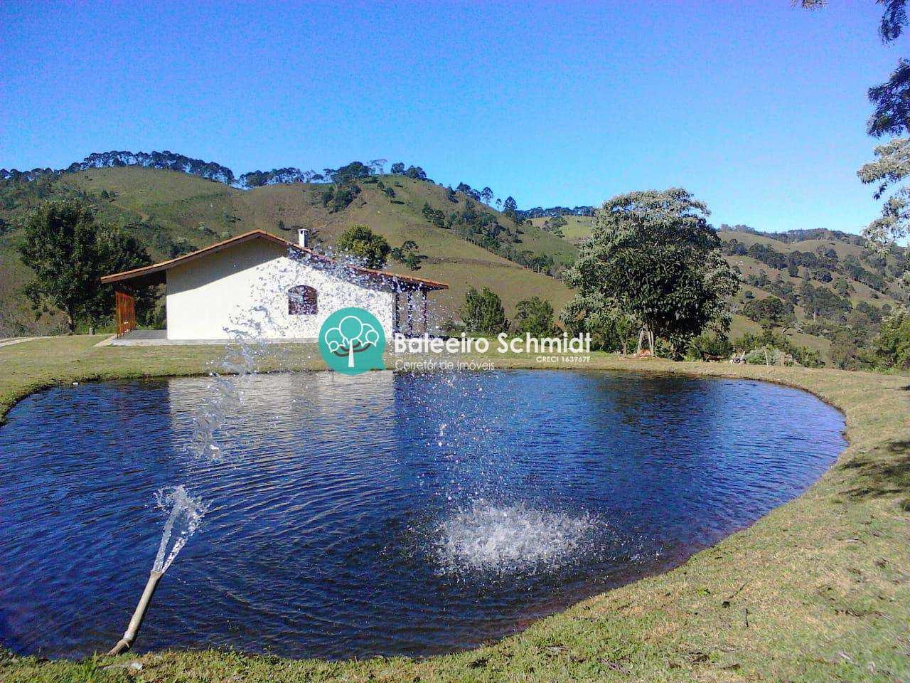 Sitio em Sapucaí-Mirim com Lago