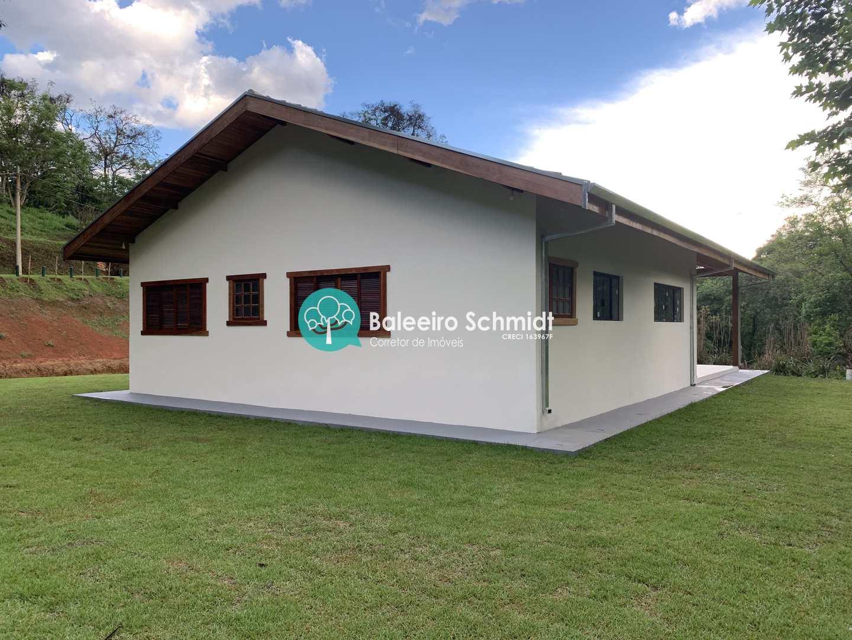 Casa plana no Parque da Mantiqueira em Santo Antônio do Pinhal