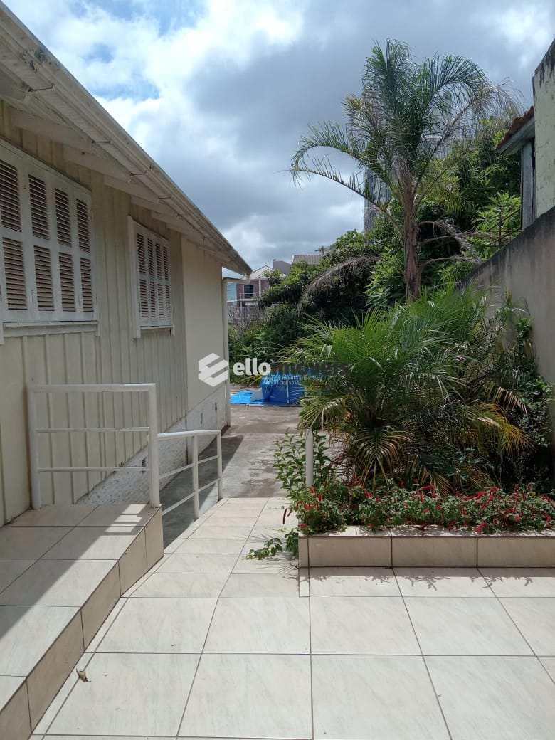 Casa com 3 dorms, Centro, Lages - R$ 600 mil, Cod: 166