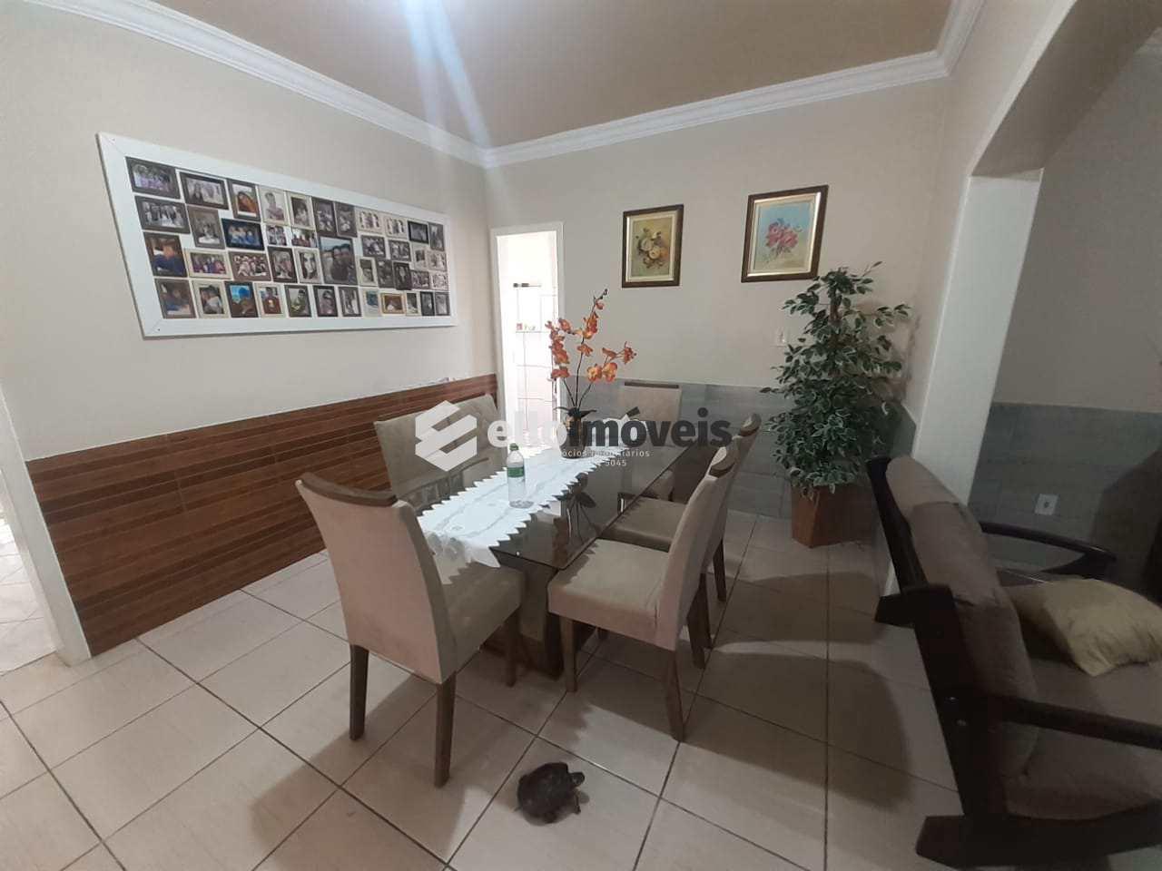 Casa com 6 dorms, Sagrado Coração de Jesus, Lages - R$ 950 mil, Cod: 176
