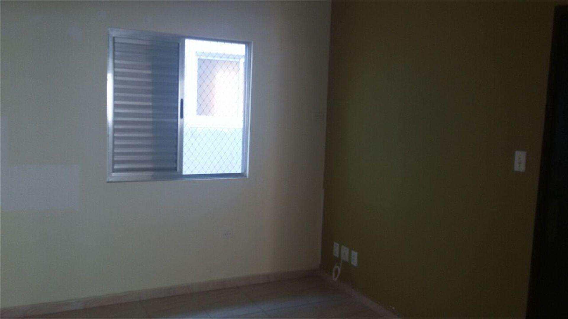 1º Dormitório Amplo e com piso frio