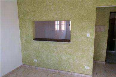 Sala com uma parede texturizada
