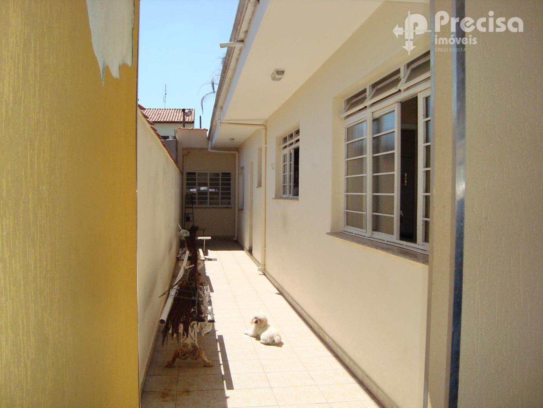 Casa com 3 dormitórios, 200 m²