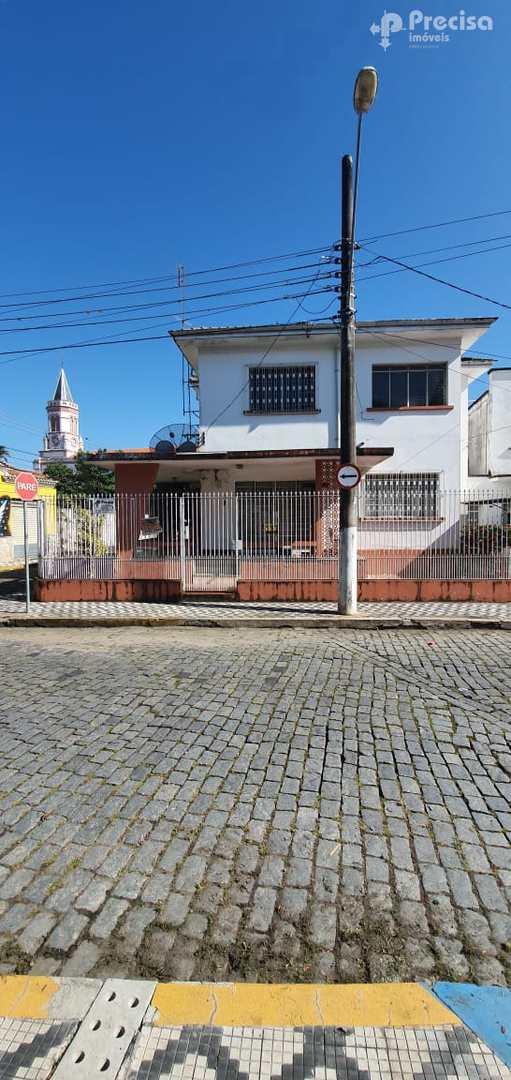 Sobrado com 6 dorms, Centro, Lorena - R$ 600 mil, Cod: 62620132