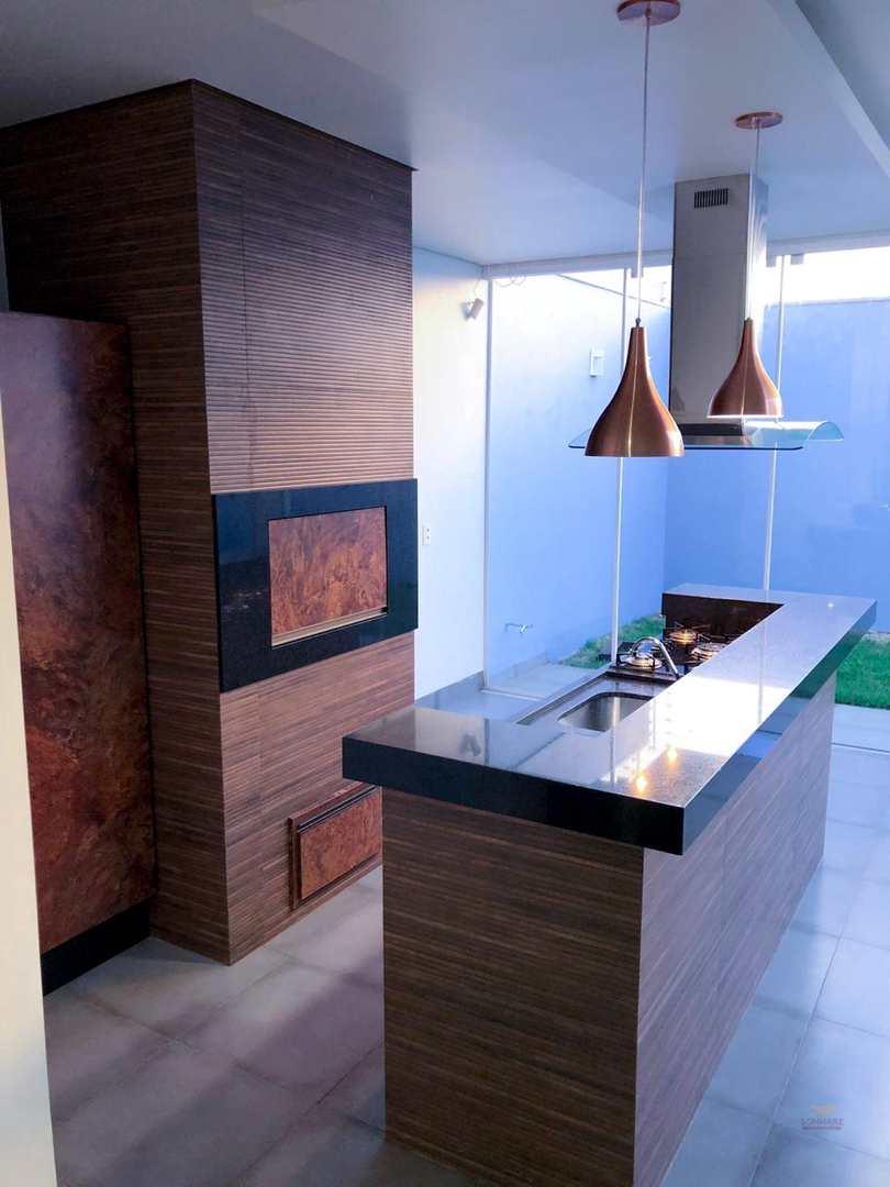 Casa com 2 dorms, Centro, Primavera do Leste - R$ 600 mil, Cod: 8