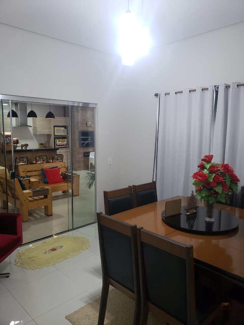 Casa com 3 dorms, JARDIM VITORIA II, Primavera do Leste - R$ 400 mil, Cod: 330