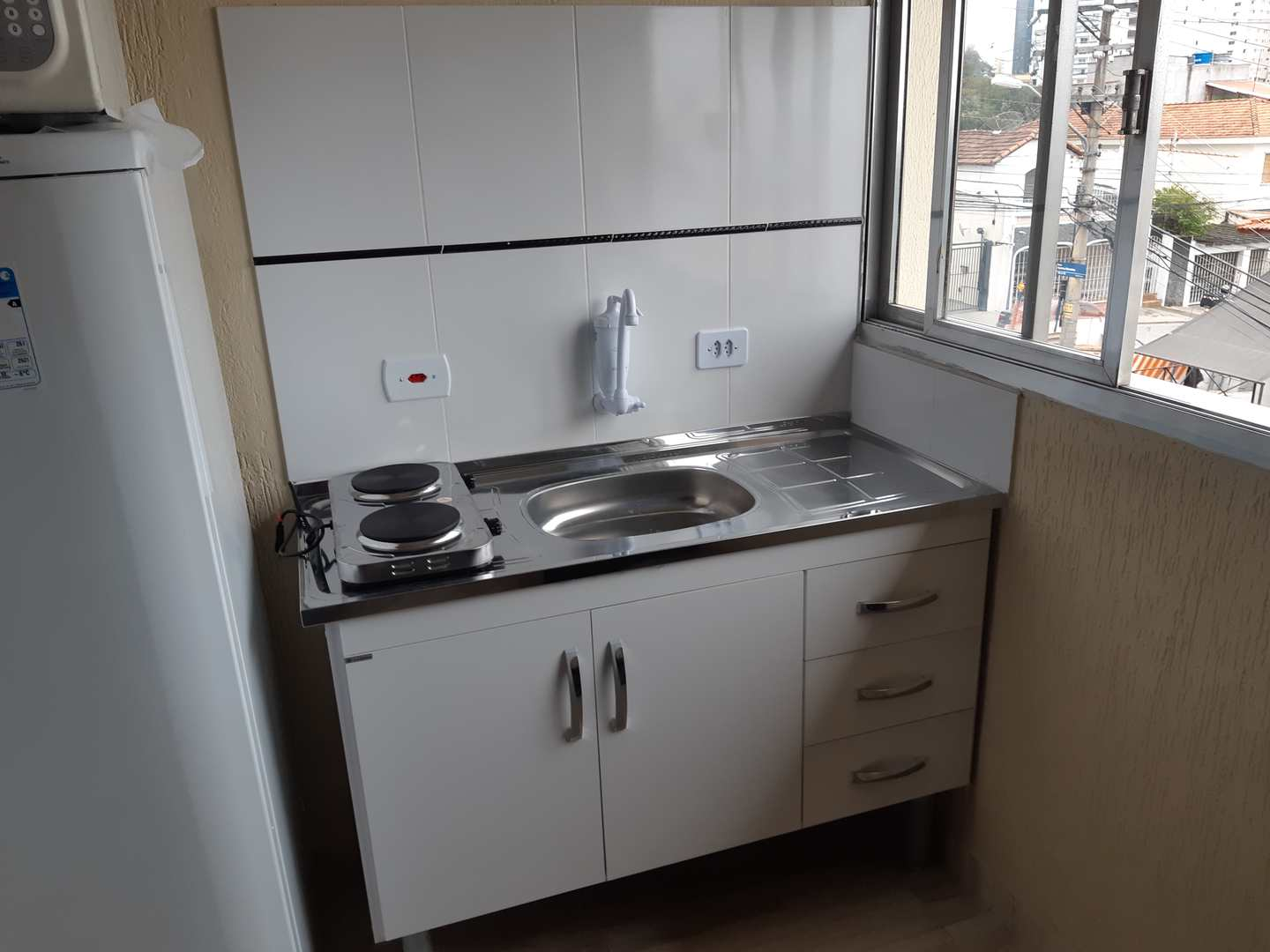 Lofts (quarto+coz+wc), no metrô, Sem fiador e contas inclusas