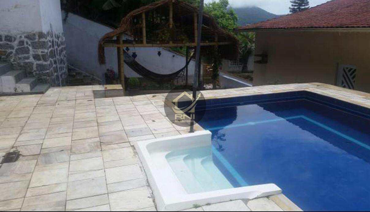 Quadriplex com terraço, piscina, churrasqueira e salao de festas
